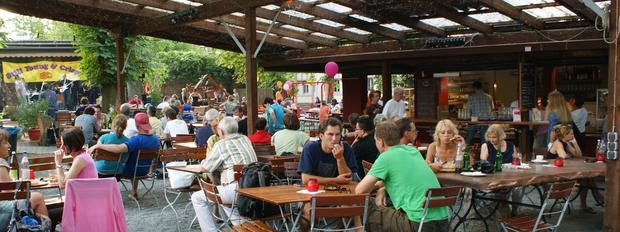 Blick über den Biergarten Darmstadt